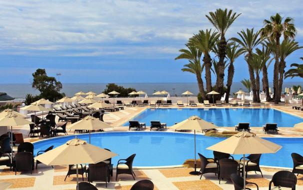 Poolbereich des Beach Albatros Hotels
